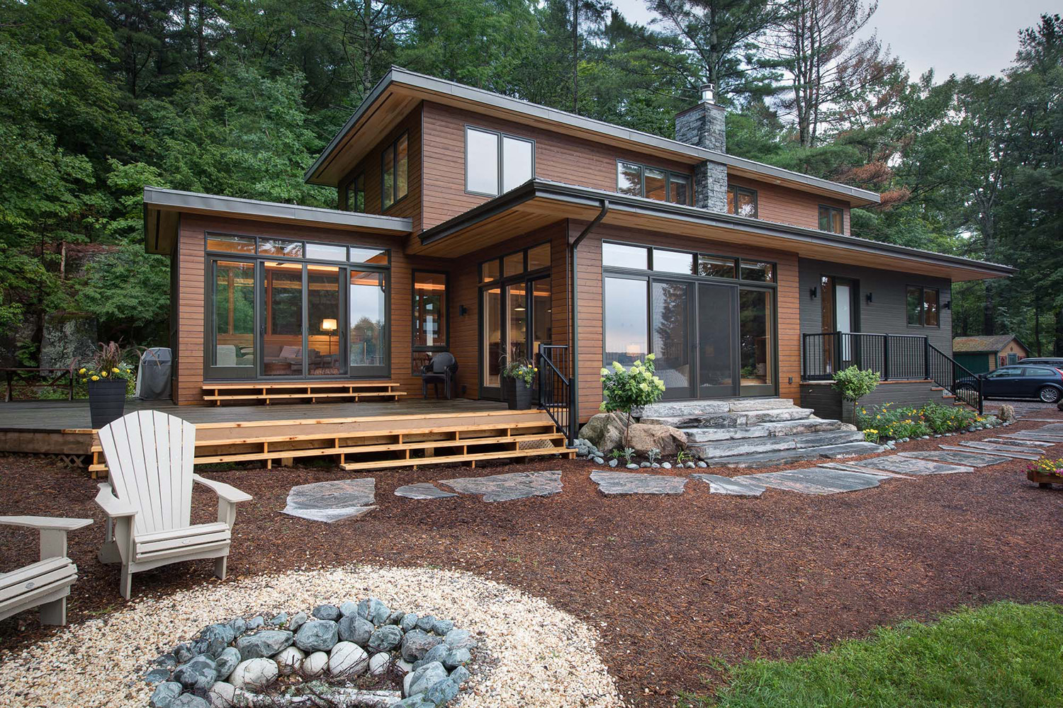 2 Storey contemporary Muskoka region cottage with Maibec wood siding