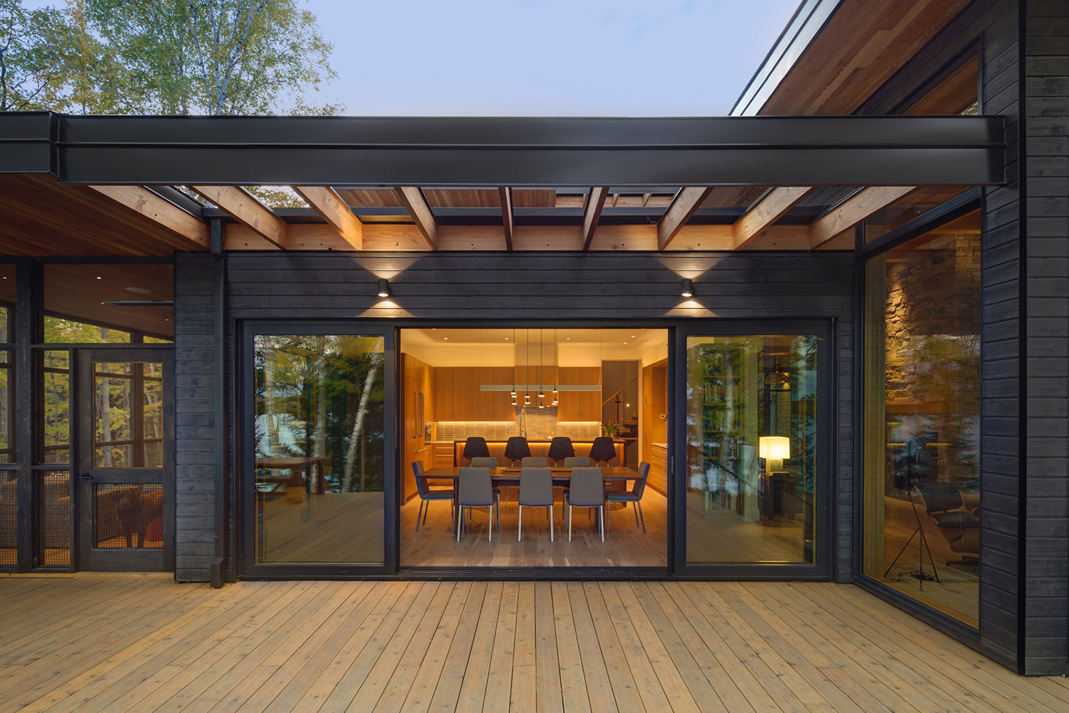 Ontario cottage with large sliding glass door to dining room and Douglas fir Brise-soleil