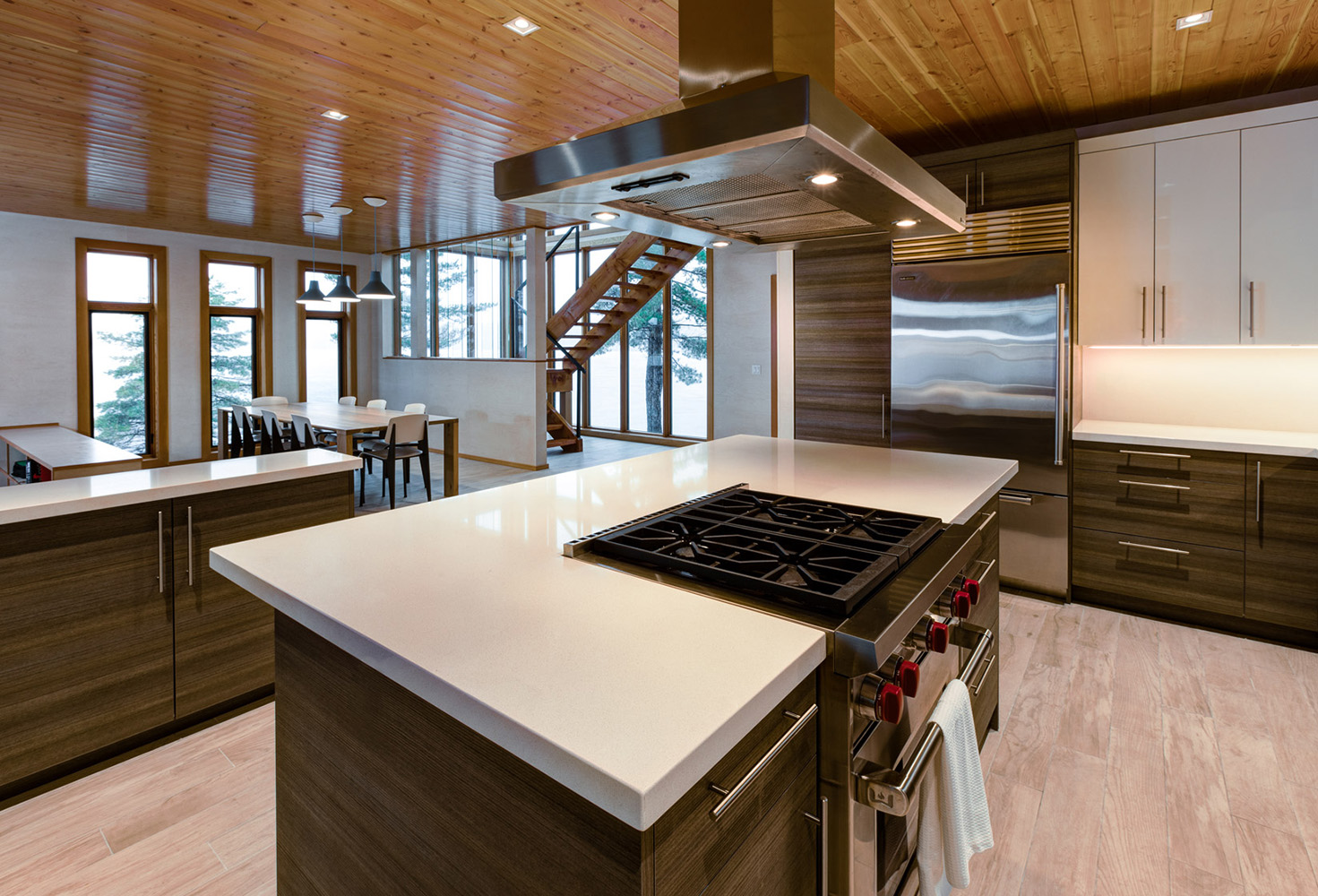 Modern cottage kitchen with stainless steel Gas range and Vent hood, quartz countertops, custom cabinetry