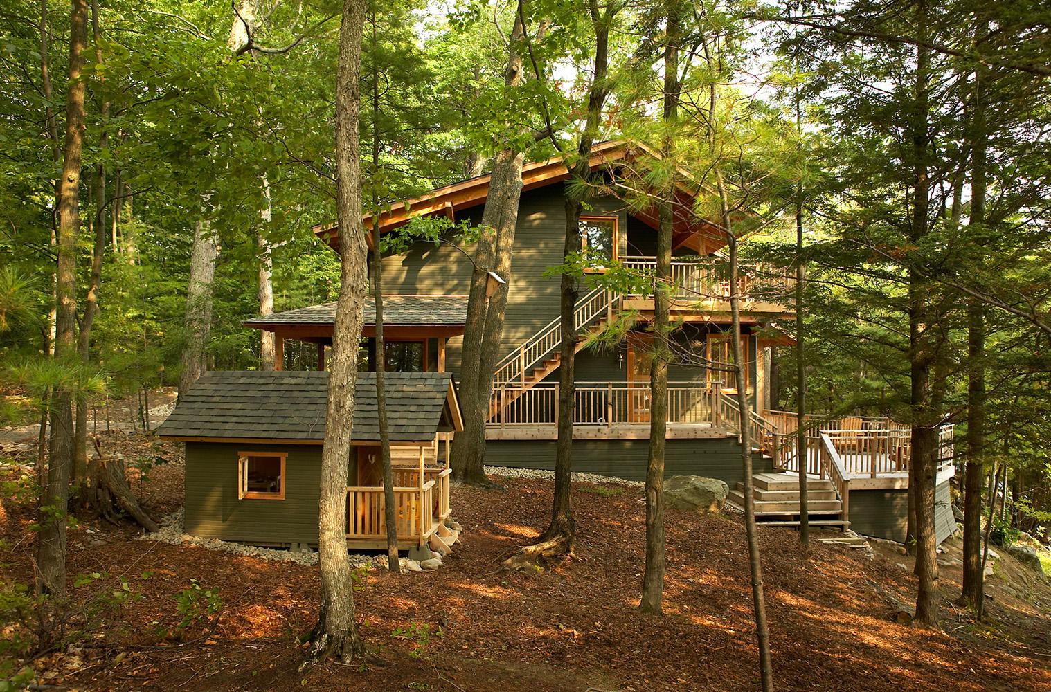 Timber-framed cottage on Lake Muskoka clad with wood siding