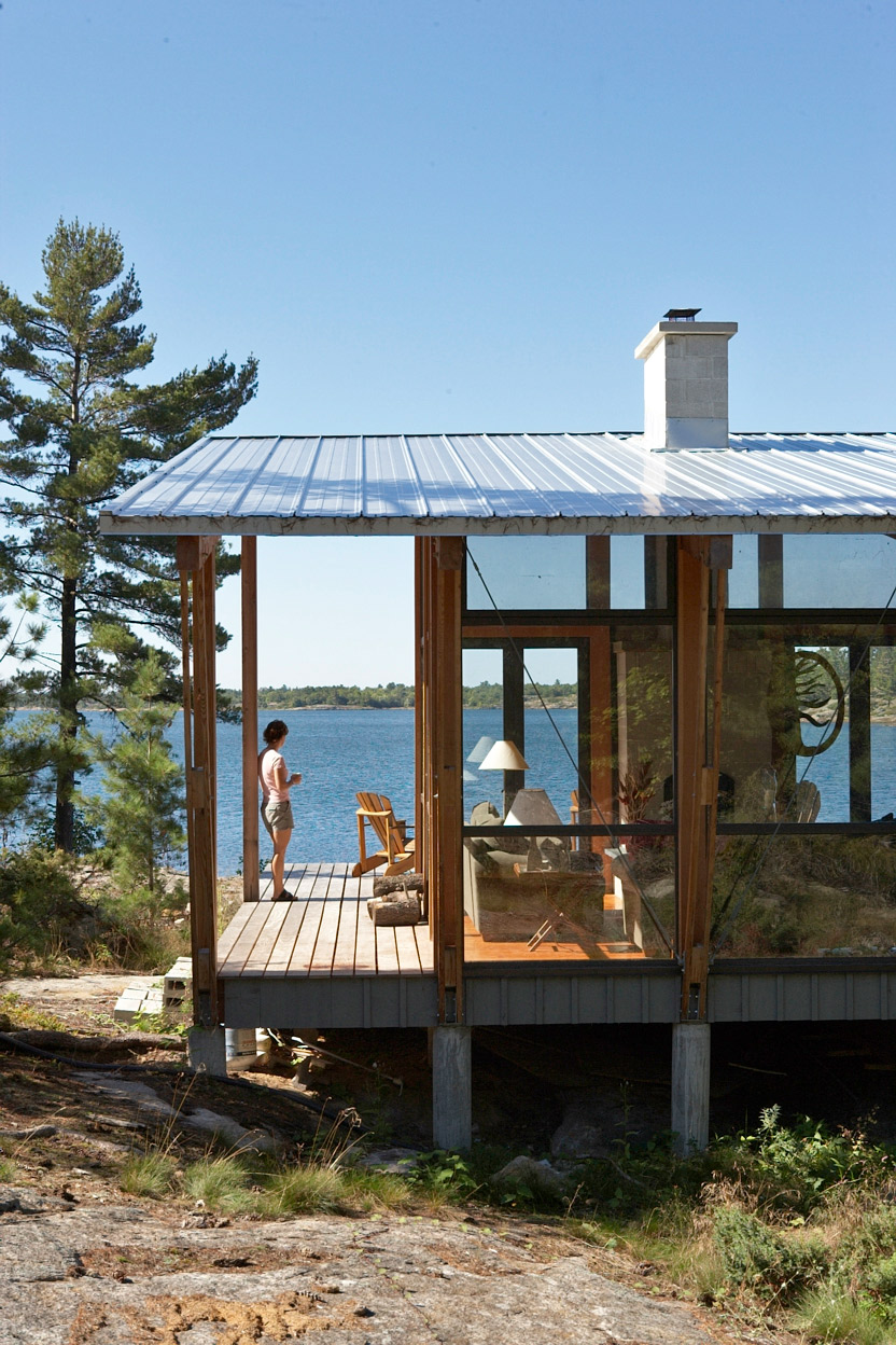 Transparent cottage with views through to Bay. Corrugated steel roofing and Kebony decking